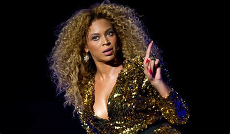 Beyonce Looks Oh So Thrilled by Throwing Shade The Way