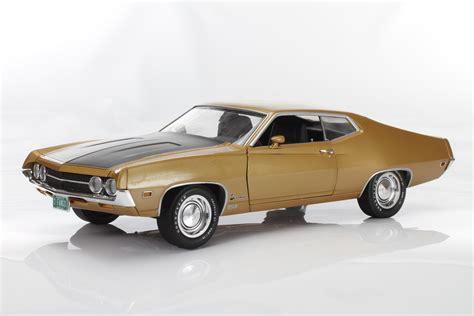 Auto World Ford Torino Cobra 1970 Gold 1 18 autoworld 1970 ford torino cobra fanged fastback exclusive die cast x