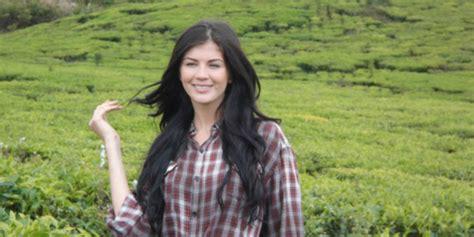 alina saraswati pengen kawin clip single alina saraswati penyanyi dangdut dari rusia yang cinta