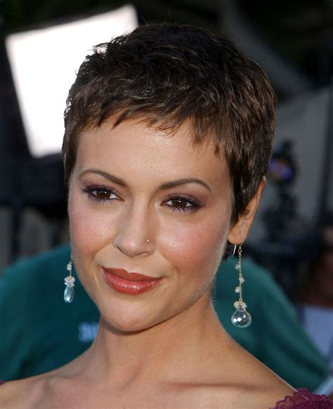 millisa milanos hair alyssa milano re creates her chic charmed pixie cut from