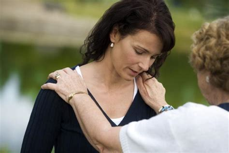how to make a dying person comfortable words to comfort someone grieving