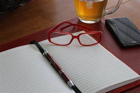 Buku Catatan Sul Kayu Dengan Pena gambar mixergy book paper home coming gambar buku di rebanas rebanas