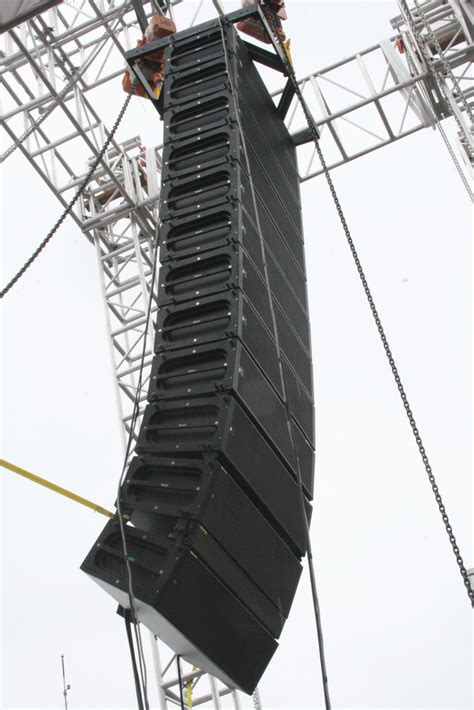 Multi Jaya Press meyersound milo 12x hangging kairos multi jaya