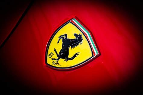 Ferrari Emblem by 壁紙 2048x1365 フェラーリ ロゴエンブレム クローズアップ 288 Gto 自動車 ダウンロード 写真