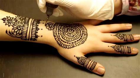 les dangers cach 233 s des tatouages