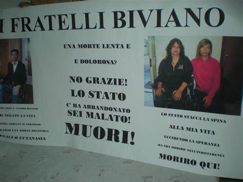 sede ministero della salute roma i fratelli biviano sotto la pioggia incatenati