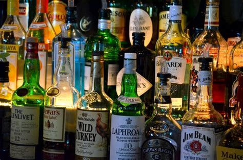 top ten drinks at a bar the mark up madness how much your drinks are really worth