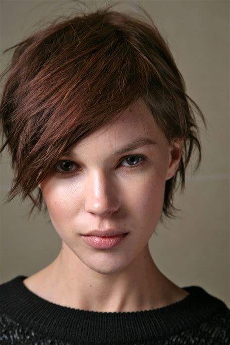 hipster bob ear length bob with a dominant fringe and 38 best growing out a pixie cut images on pinterest