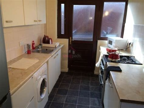 bolton road salford 6 bed bolton road salford manchester pads for students
