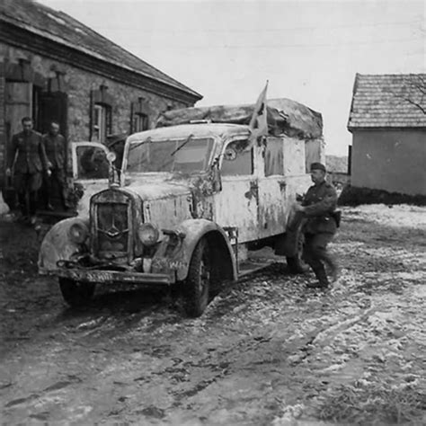 Gl 300 Biru 40 Pcs mercedes type l 1500 e ambulance world war ii