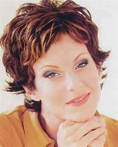 fashionable hairdoes for the over 40 stylish short haircuts for women over 40