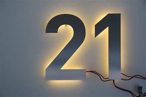 hausnummer mit beleuchtung hausnummer 21 aus edelstahl mit led beleuchtung