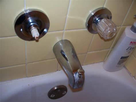 Fixing A Leaky Bathtub Faucet Handle by Leaky Bathtub Faucet Repair Home Interior Design