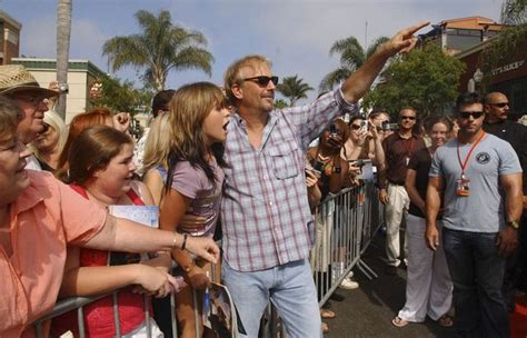 kevin costner swing vote thousands attend ventura event as kevin costner plays