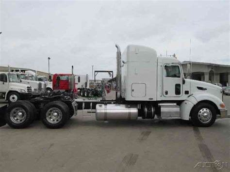 Peterbilt Sleeper Options by Peterbilt 386 2011 Sleeper Semi Trucks