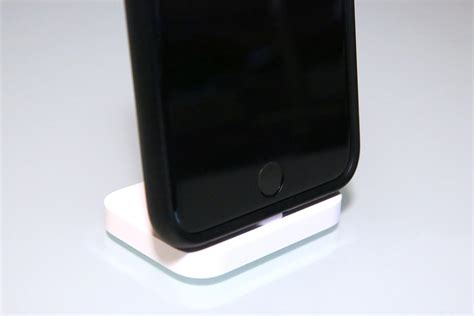 review apple s iphone lightning dock plays with iphones cases and even ipads 9to5mac