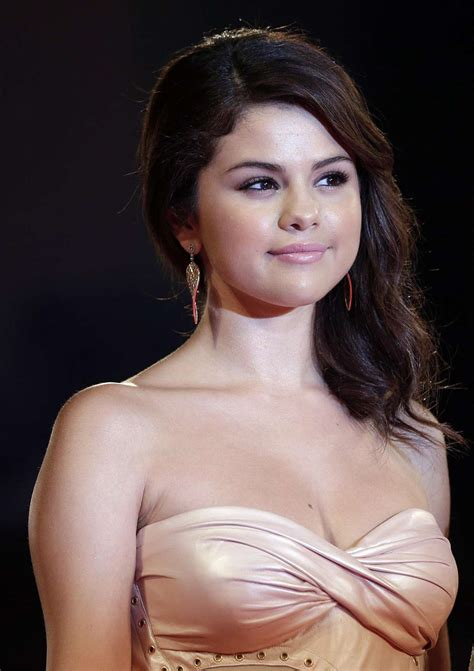 charlie puth qualification selena gomez measurements height weight bra size age