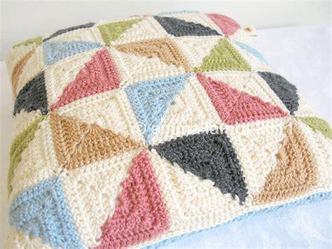 cojines con rosas a crochet cojines de crochet lanasflores