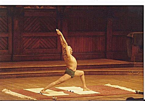 bks iyengar yoga the 1409343472 94 best b k s iyengar images on bks iyengar yoga thoughts and asana