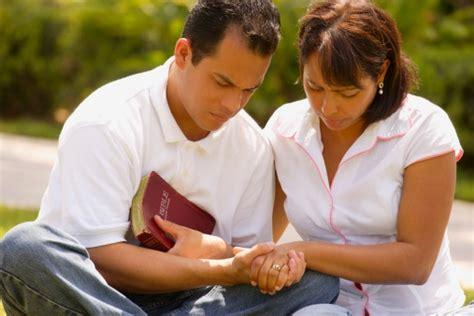 imagenes esposos orando sheila guimar 227 es mulheres de joelhos homens tamb 233 m e a