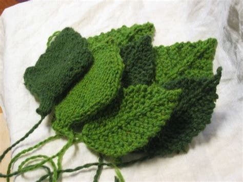 leaf pattern for knitting knitted leaves patterns yarn crafts pinterest