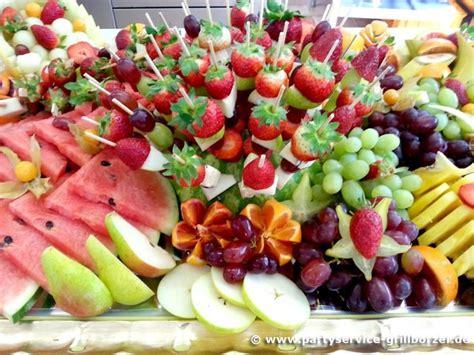 Obst Dekorativ Anrichten by Die 25 Besten Ideen Zu Obstplatte Auf Luau