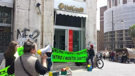unicredit di roma napoli blitz negli uffici unicredit di napoli