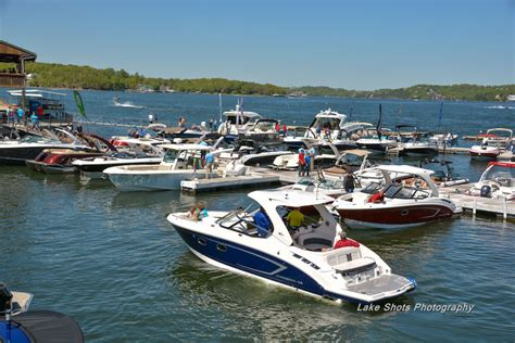 boat buyers show boat buyers cruise new models at 2017 lake of the ozarks