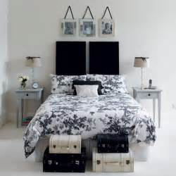 black and white bedrooms chic