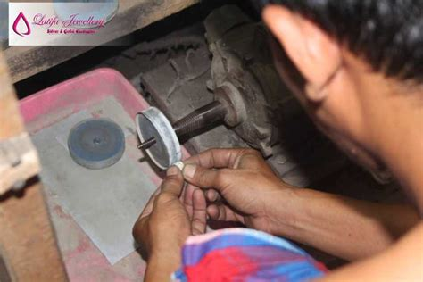 Toko Kalung Titanium Jogja proses produksi latifa jewelry toko perhiasan