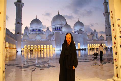 go abubldnav1i pilotmadeleine abu dhabi mosque victoria s secret yas
