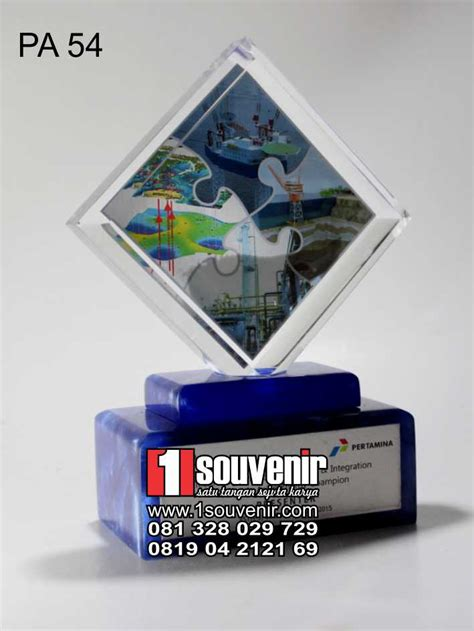 Plakat Akrilik Fiberglass Piramida 1 1souvenir informasi harga plakat akrilik terkini