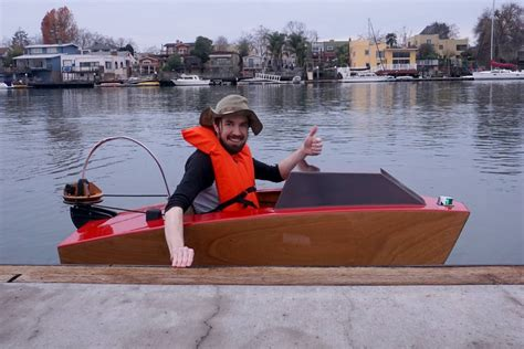 mini electric boat takes to the water for pint sized - Mini Electric Boat