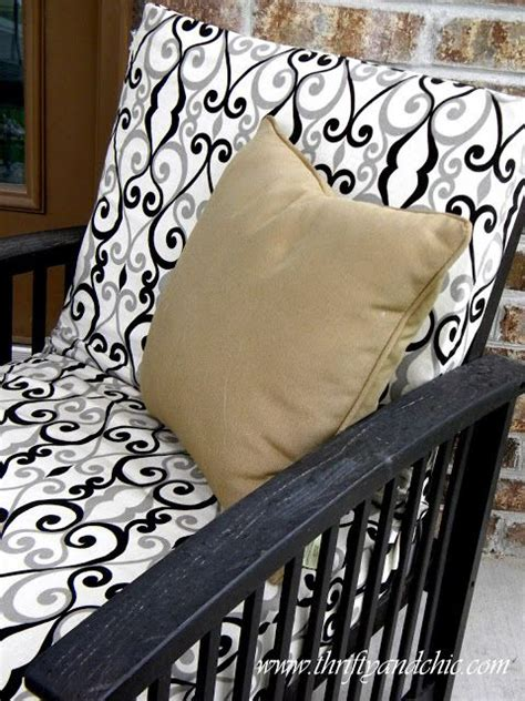 Diy Sofa Cushion Covers by 17 Best Ideas About Recover Patio Cushions On