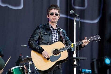 Album Foto Jumbo Ej Caligraphic Style The Complete Noel Gallagher Oasis Gear Guide Dolphin