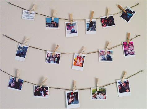 Tali Rami Kecil menghias kamar dengan foto polaroid
