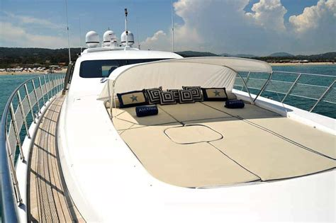 10 Amazing Luxury Boats To Of by Amazing Premium Luxury Yacht Charter