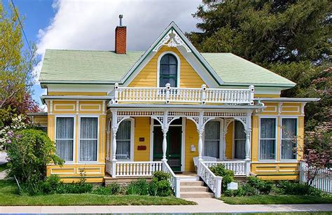 victorian style homes 25 best ideas about victorian style homes on pinterest