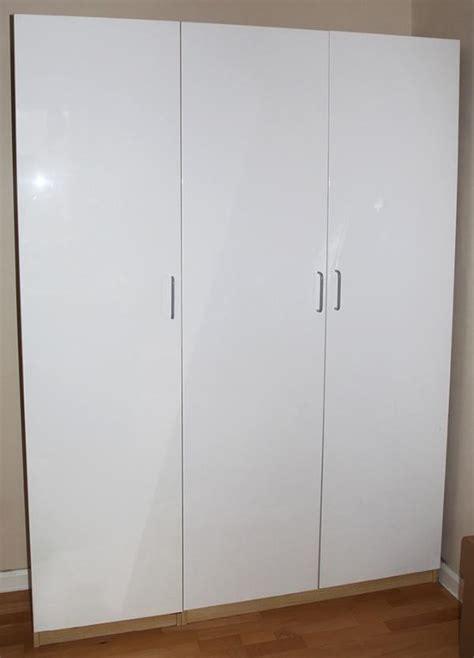 kleiderschrank zu verkaufen edler pax kleiderschrank front hochglanz wei 223 zu verkaufen