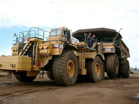 Mobil Truck Engineering 777 52 Mobil Digger rollerman1 cat 793b haul truck being used to tow a cat