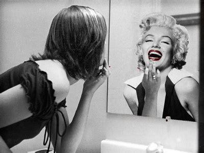imagenes y frases mujeres frente al espejo dolencias emocionales colectivas el espejo