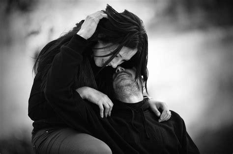 giochi si baciano nel letto come mai veniamo sempre attratti dalle persone sbagliate