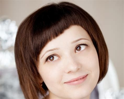 narrow female face short haircuts for narrow faces hair style and color for