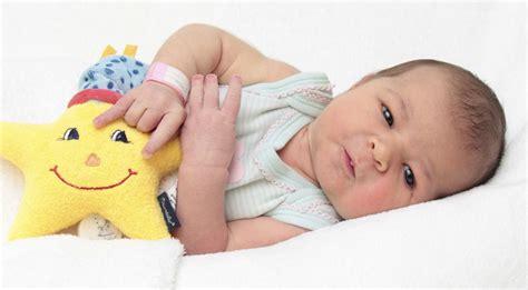 mit baby in die badewanne baby mit in die badewanne nehmen babybadewanne checkliste