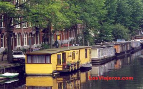 fotos de amsterdam holanda floating houses in the channels of amsterdam holland