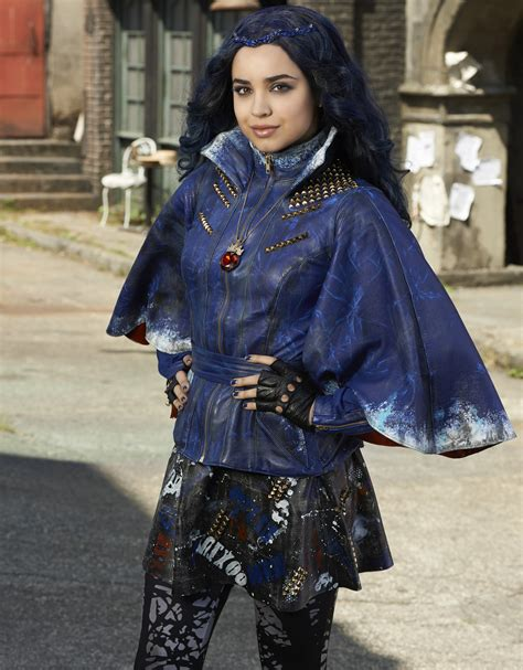 Evie The by Sofia Carson Studied Disney S Quot Snow White Quot To Prepare For