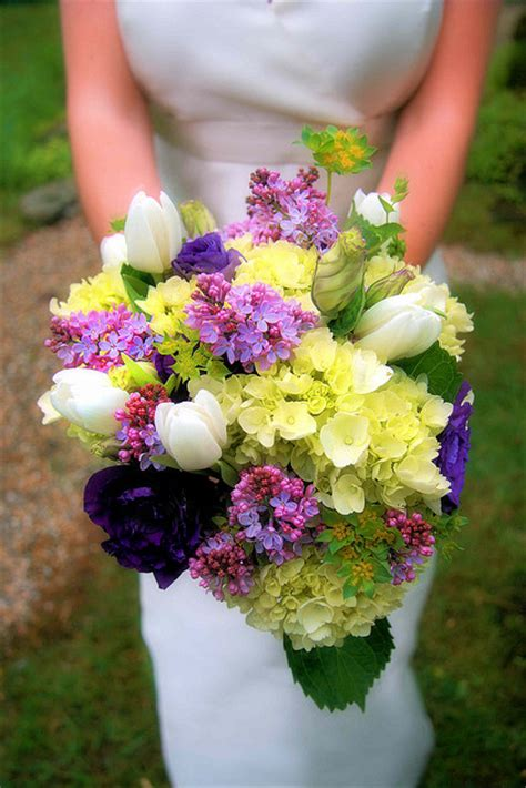 country style wedding bouquets ideas and suggestions for a wedding bouquet with flowers