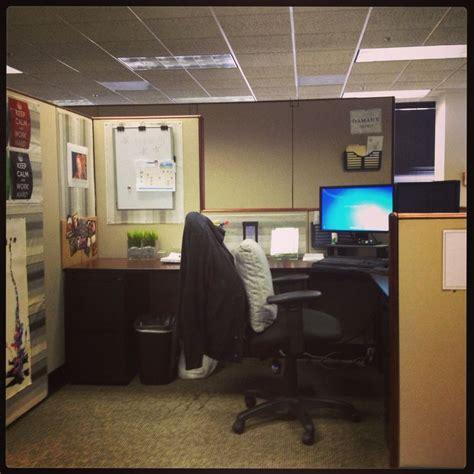 cubicle chic best 25 chic cubicle decor ideas on pinterest work desk