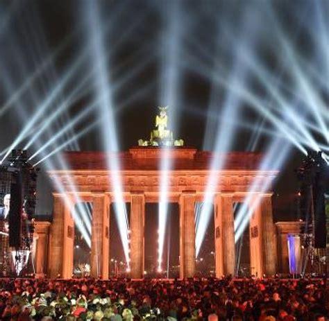 Feiern Zum Mauerfall by D Gedenken Ddr Mauerfall Jahrestage Feiern Zum 25