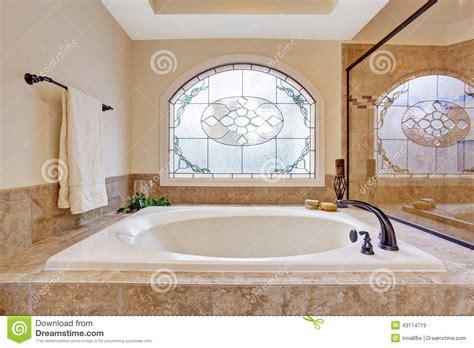 vasche da bagno di lusso vasca da bagno in bagno di lusso immagine stock